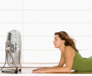 comment faire un climatiseur maison avec un ventilateur et des gla ons. Black Bedroom Furniture Sets. Home Design Ideas