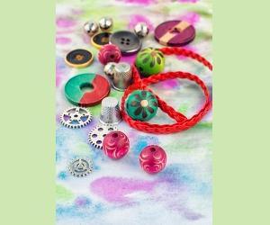 Réaliser un bracelet avec des boutons