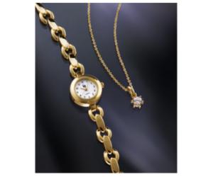 Une montre et un pendentif en cadeau
