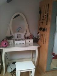 bijoux bar. Black Bedroom Furniture Sets. Home Design Ideas