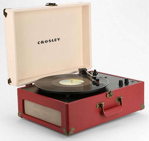 Bon plan 100 tout rond pour le tourne disque portable keepsake chez urban - Tourne disque urban outfitters ...